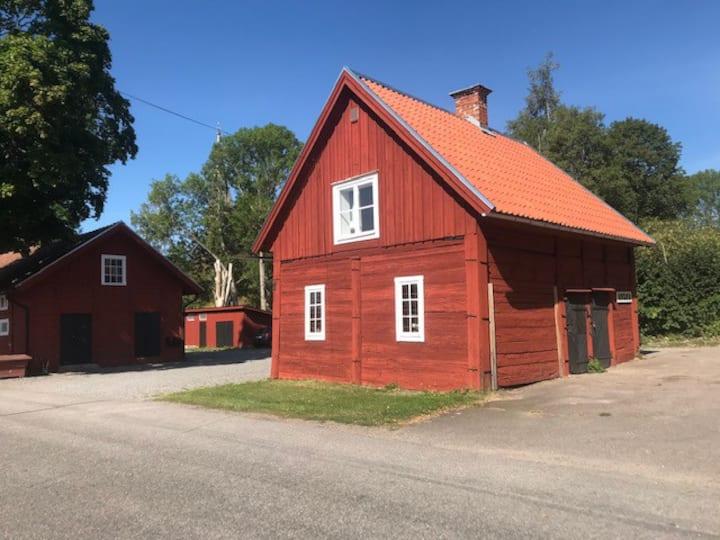 Nyrenoverad liten lägenhet i kulturmiljö