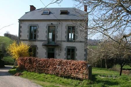 Spacious countryhouse - 6pp, Auvergne FR - Saint-Maigner - บ้าน
