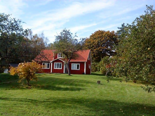 A charming detached, wooden cottage - Torsås - Haus