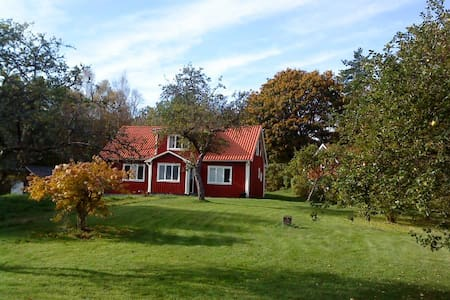 A charming detached, wooden cottage - Torsås