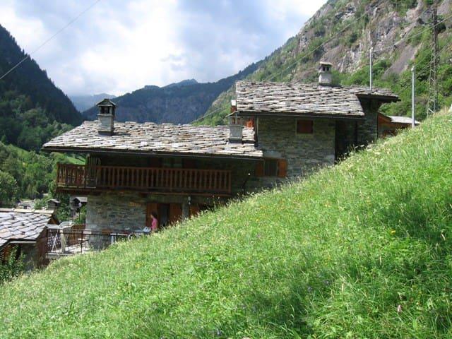 valle d'aosta, baita nel verde - Pont-Bozet - Srub