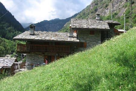 valle d'aosta, baita nel verde - Pont-Bozet