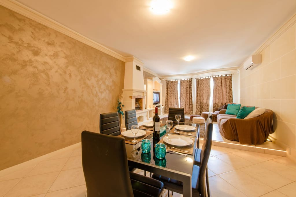 Dining Area with seating capacity for 6 guests.