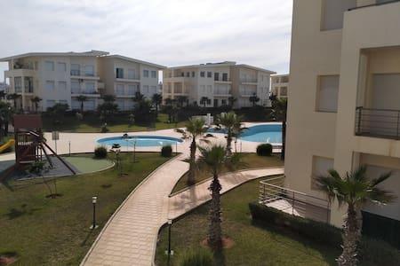 appartement face mer et piscine