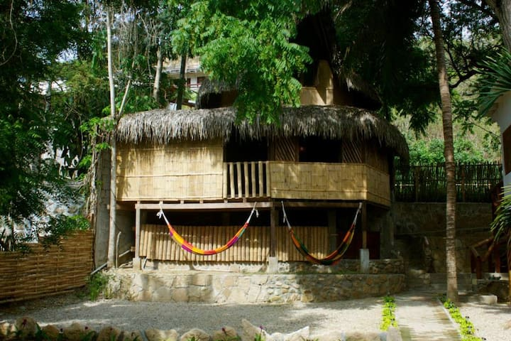 Cabaña playera en Montañita