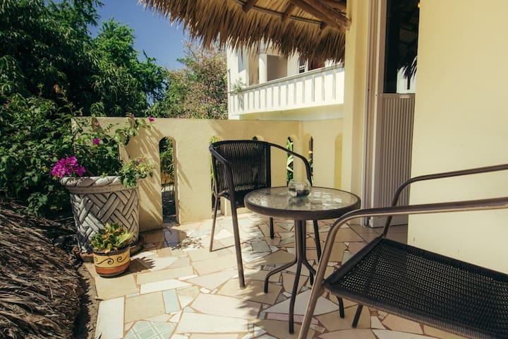 Apartment Queenbed and Balcony - Casa Losodeli