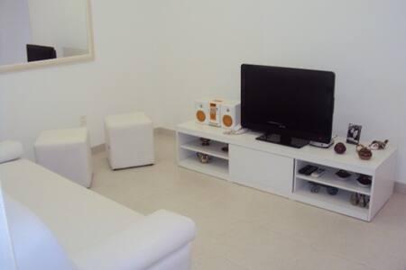 Quiet room and back room in Ipanema, in Visconde de Pirajá in one of the best blocks (between Garcia and Maria Quitéria).