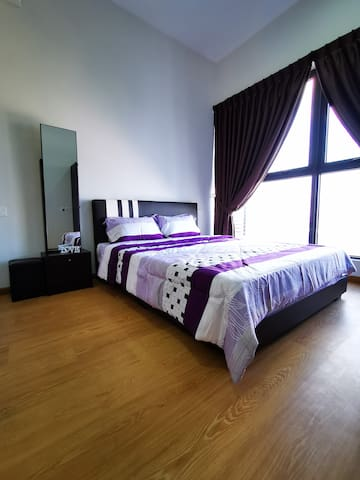 Master Room with Queen Size Bed