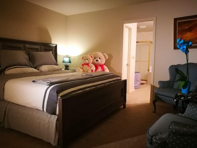 Seattle-Newcastle  Panda guest house By Bellevue