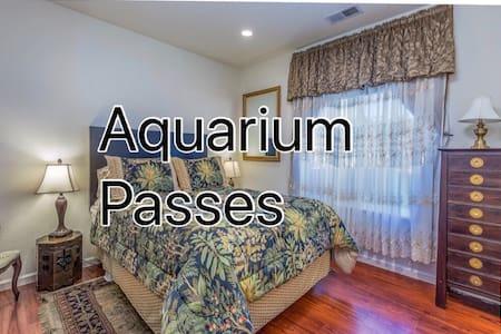 Sea Breeze Room-Private Bathroom