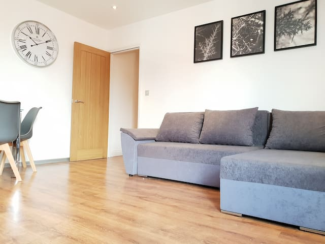 Cross Street Palace - One Bedroom, One Sofa Bed F3