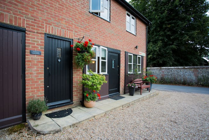 Self contained studio in quiet country lane