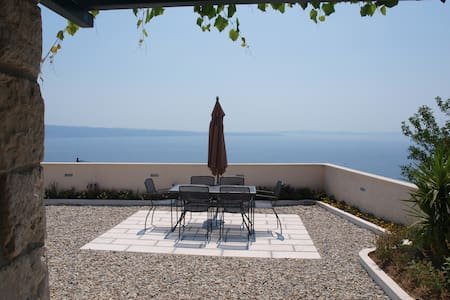 Traditional house on Adriatic coast (3 beds+2 ext)