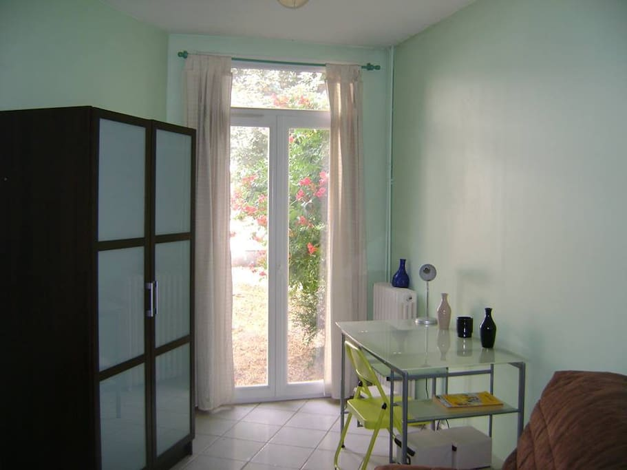 Charmant studio donnant sur jardin apartments for rent - Petit jardin tropical clermont ferrand ...