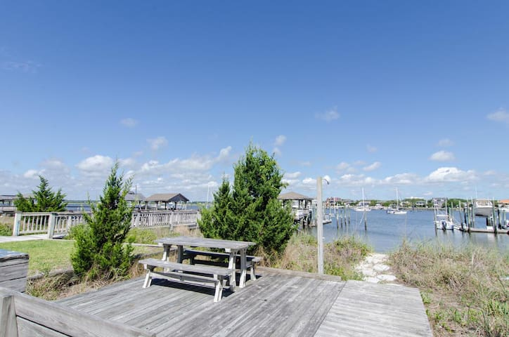 Greiner (Lower Unit)-Conveniently located upscale unit with the best of ocean and sound views
