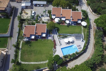 Modern villas with shared pool - Κρυοπηγή