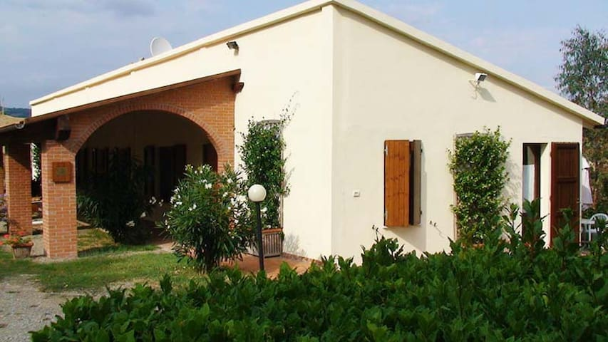 Farm & genuine welcome! Apartments - Montecatini val di Cecina  - House