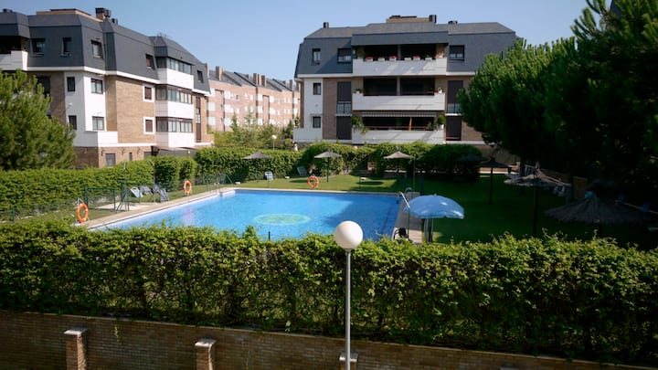 Feel at home in Madrid, best family spot  pool, AC
