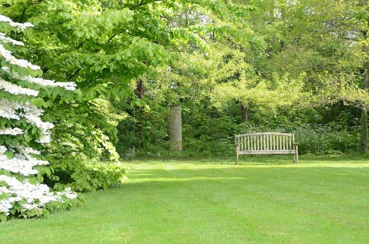 Studio de charme, vieilles pierres et beau jardin