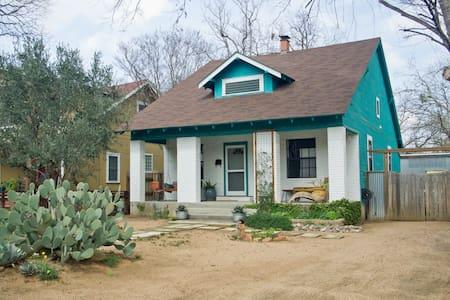 Central East Austin house & garden - Austin - House