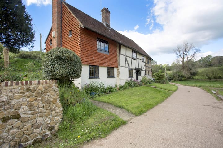Surrey Hills Farmhouse - Shere