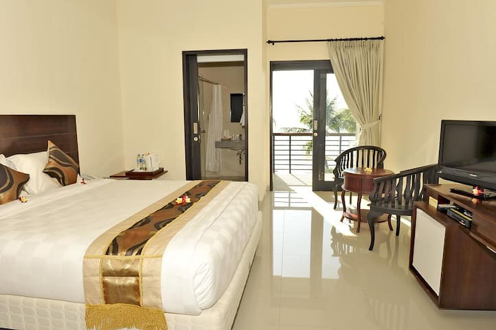Modern Resort in Front of Beach - Buleleng - Bed & Breakfast