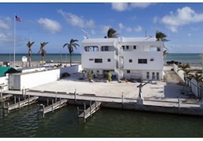 Shore 74 - Islamorada Guest House