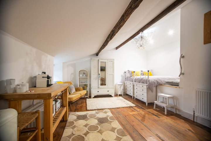 NEW: Artisan liberty B&B Crickhowell.  ROOM 1 LLYN