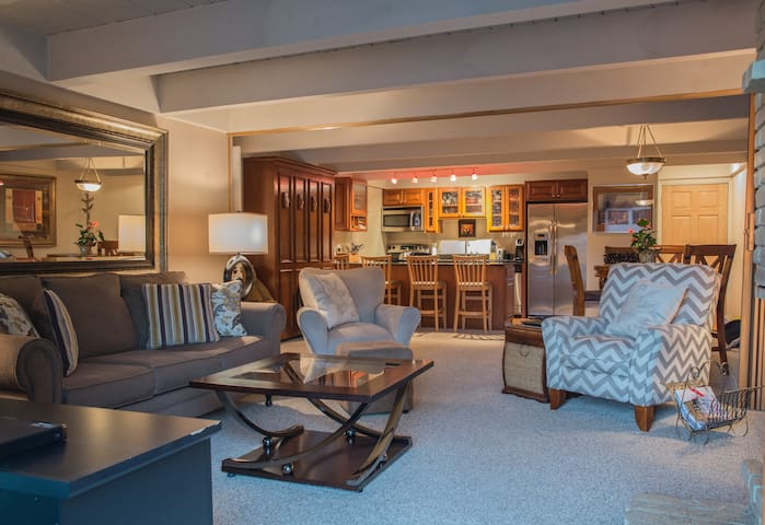 Spacious one bedroom condo with views of Aspen Mt!