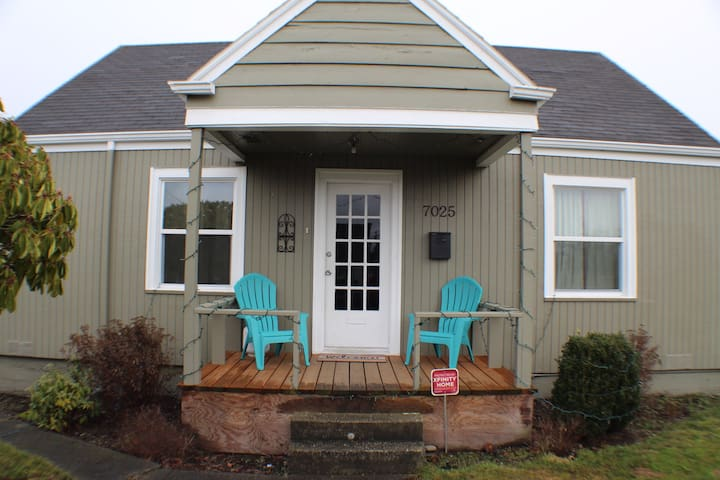 Private upstairs floor-1Room&1/2ba - Tacoma - Huis