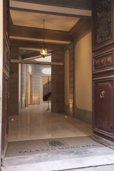 Ingresso di /Main entrance of Palazzo Moncada