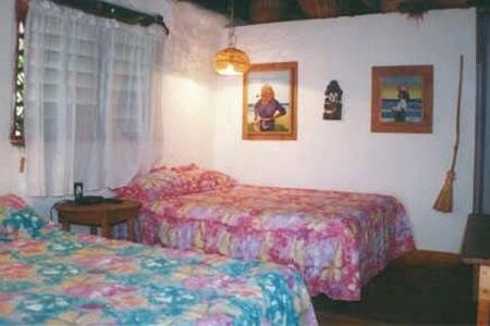 Dos (2) camas dobles en cada cabaña