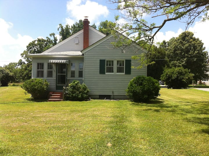Rural Cottage Close to Historic Triangle