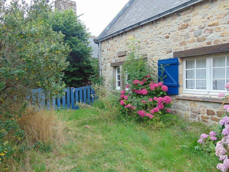 Jolie maison traditionnelle houses for rent in crozon for Architecture bretonne traditionnelle