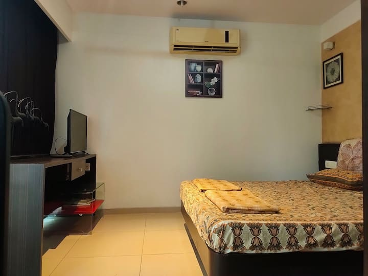 Clean & classy studio apt with  Ac & Wi-Fi near Kp