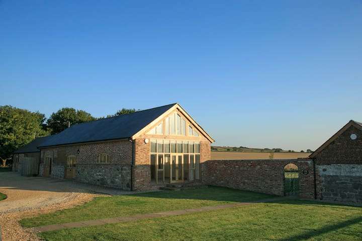 Rural Retreat - near World Heritage Avebury Stones - Broad Hinton