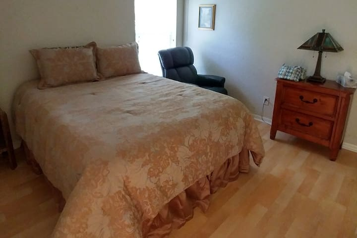 Citrus Hills,  Queen Bedroom (A)