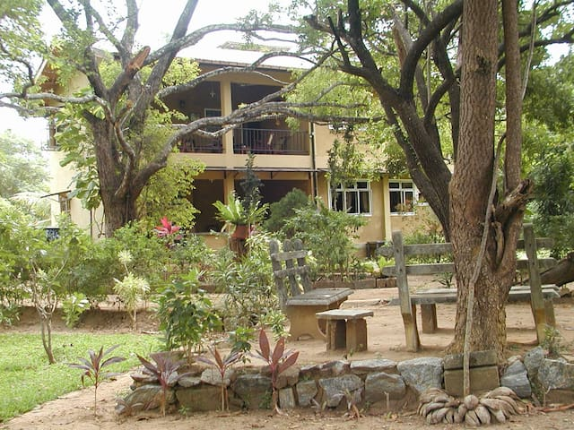 """Upie's Folly"" Bungalow Habarana -  Rooms to Let - Habarana - Inap sarapan"