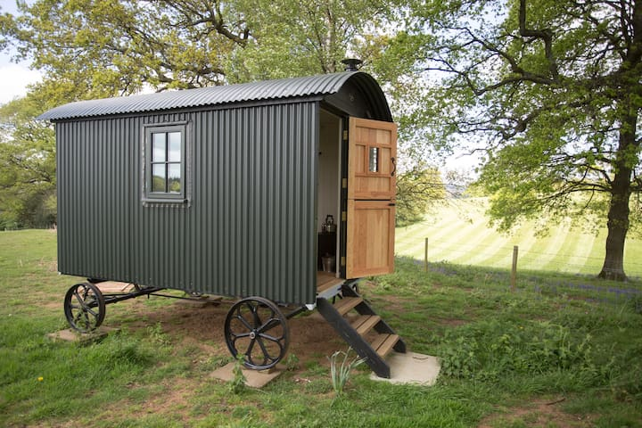 Surrey Hills Shepherds Hut - Shere - Inny
