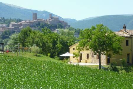 Stylish Villa San Raffaello top pool view & garden - Sarnano - Villa