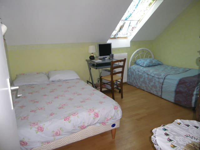 Rent a room in a house in calm area - Lisses