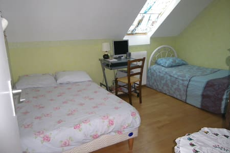 Rent a room in a house in calm area - House