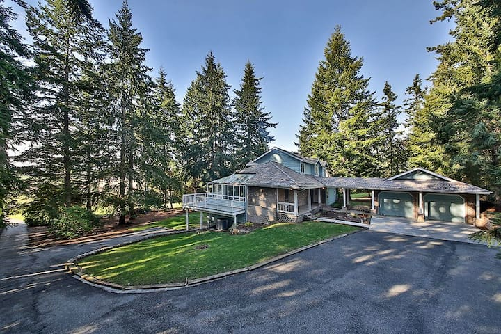 Beautiful 5 bedroom estate on Whidbey Island (5 bed, 4.5 bath) - 268
