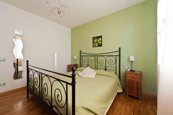 APPLE ROOM IN BED AND BREAKFAST - San Giuliano Terme - Bed & Breakfast