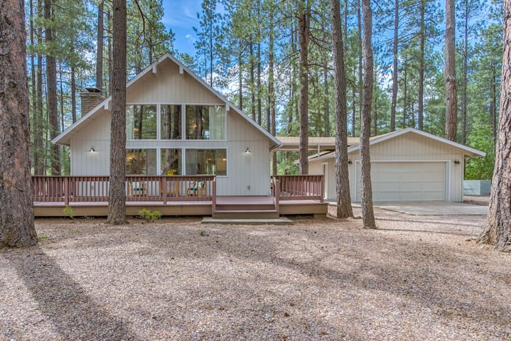 ♥Remodeled Pinetop Cabin Backing to Woods!