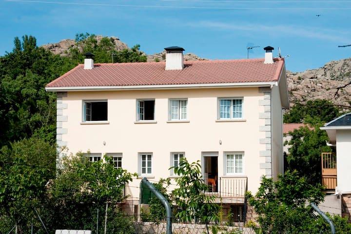 Casa de campo cercana a Madrid - Valdemanco - Chatka w górach