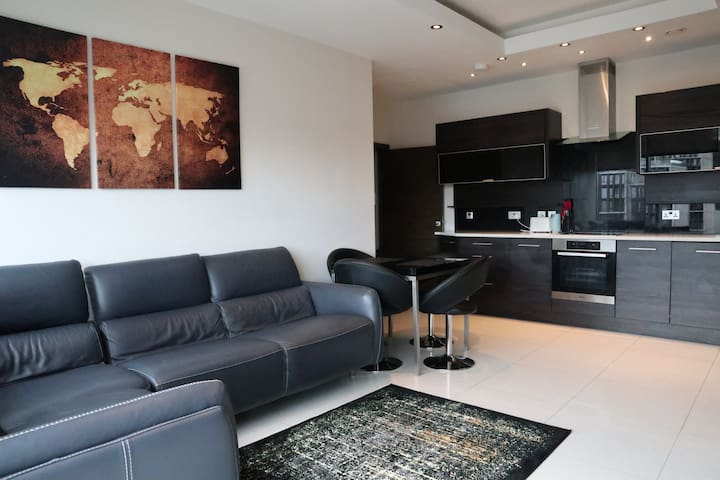 Luxury NEW Apartment 20 mins to Central London