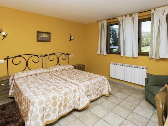 Casa Madrazo, con dos camas-Baño en la habitacion