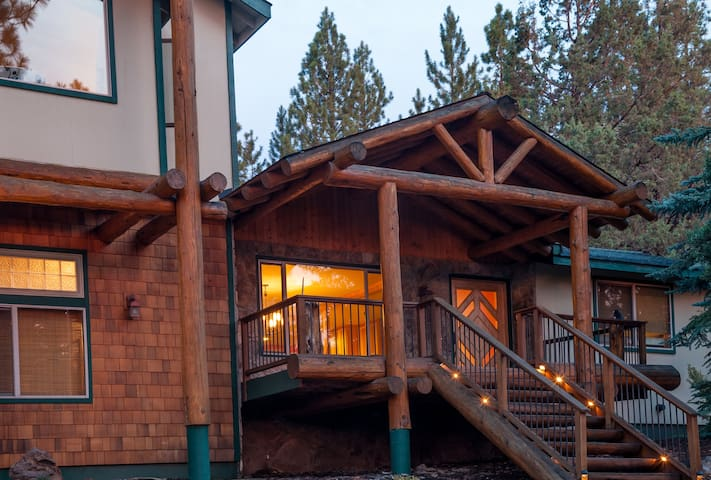 Large cabin with hot tub - Bend - Cabaña