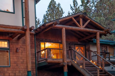 Large cabin with hot tub - Bend